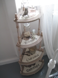 Shabby Chic 4 Tier Etagere Corner Shelf