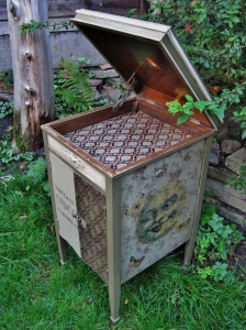 Quirky 'Dreaming Moon' Gramophone Cabinet