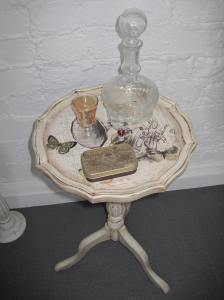 Small Vintage Shabby Chic Wine Table