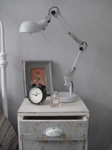 Shabby Chic Vintage Bedside Lamp Table Storage Cabinet Chest Bedroom Furniture